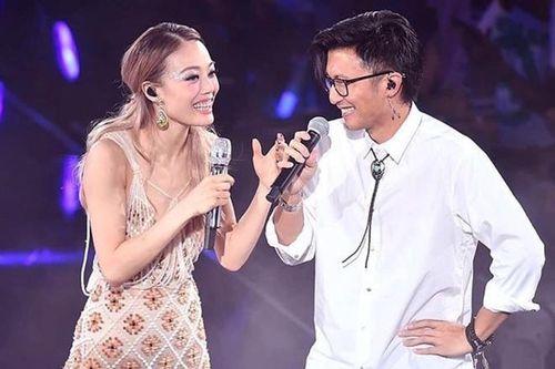 Vì sao giá vé đêm nhạc của Dung Tổ Nhi đột ngột tăng 15 lần?
