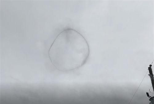 CLIP HOT (25/8): UFO bí ẩn xuất hiện ở Canada, bạn gái Ronaldo 'gây choáng' trong chiến dịch quảng cáo đồ lót