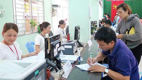 'Bêu' tên 999 người có việc làm vẫn lãnh trợ cấp thất nghiệp 10 tỷ đồng