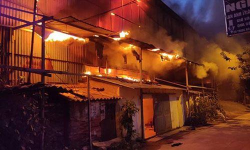 Hà Nội: Cháy dữ dội tại Công ty cổ phần phích nước Rạng Đông