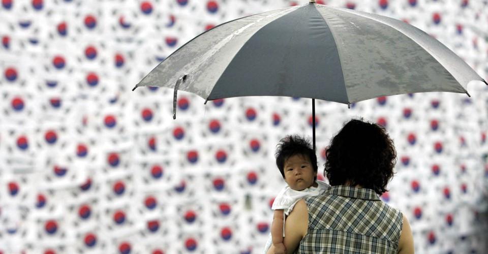 Tỷ suất sinh của Hàn Quốc tụt xuống mức kỷ lục
