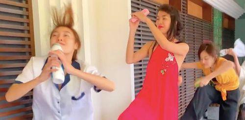 Lan Ngọc và hội bạn thân cover điệu nhảy 'Truyền thái y'