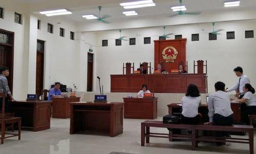 Bắc Giang: Bị cáo vắng mặt nhiều lần không lý do, luật sư đề nghị truy nã