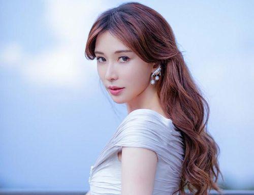 Lâm Chí Linh mang thai ở tuổi 45?