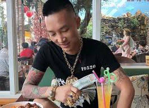 Huấn 'Hoa Hồng' bị bắt quả tang khi dương tính với ma túy