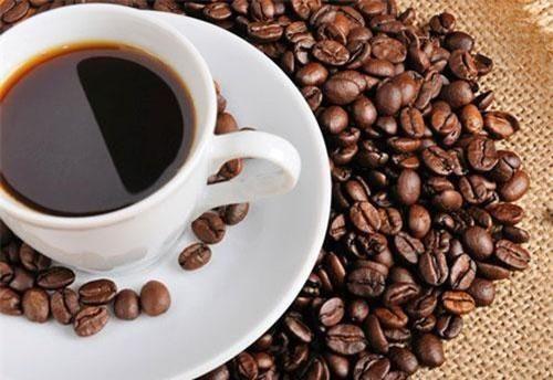 Có nên uống cà phê trước khi ăn sáng?