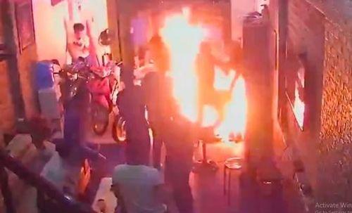 Truy tìm đối tượng Phát 'chột' mang xăng đốt nhà người khác