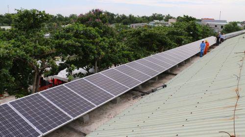 PC Quảng Nam thanh toán cho khách hàng lắp đặt điện mặt trời mái nhà 200 triệu đồng