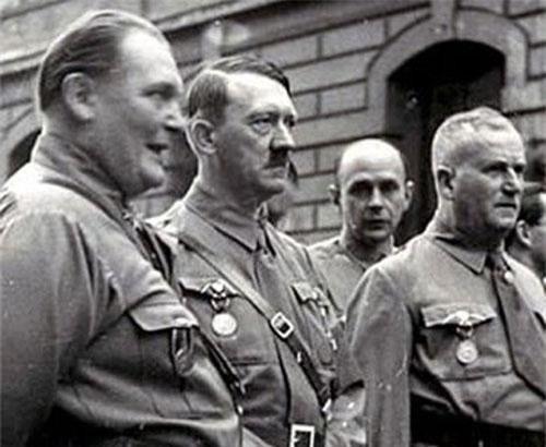 Ai là người đỡ đạn cứu sống trùm phát xít Hitler?