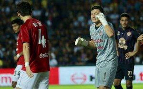 Đặng Văn Lâm tỏa sáng giúp Muangthong thắng đậm đội đầu bảng