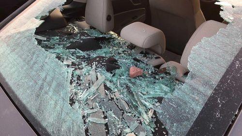 Người đàn ông bị bắt vì đập phá cửa kính 20 ôtô