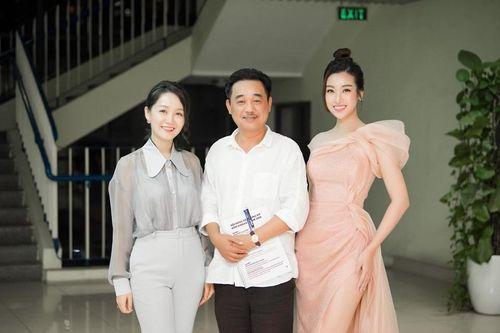 Hoa hậu Mỹ Linh vai trần yêu kiều làm giám khảo cùng 'Ngọc hoàng' Quốc Khánh