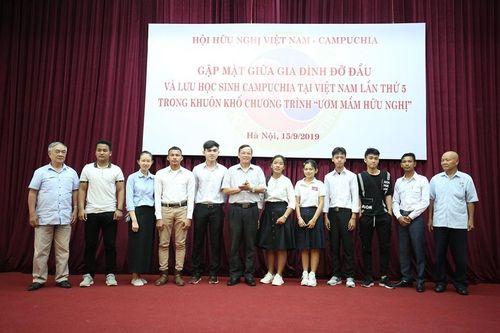 Gia đình Việt đỡ đầu lưu học sinh Campuchia: 'Ươm mầm hữu nghị' cần được lan tỏa sâu rộng hơn