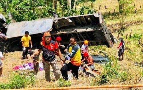 Xe tải lao xuống vực, ít nhất 20 người thiệt mạng tại Philippines