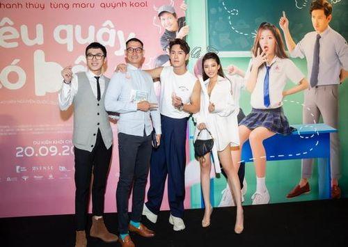 Trang Lê khoe chân thon dài bên trai đẹp Song Luân, Huy Khánh