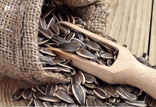 Những lý do sau đã đủ để bạn thấy vì sao nên chăm chỉ ăn hạt hướng dương