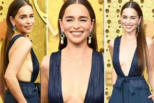 'Mẹ rồng' mặc váy hở vòng 1 lên sân khấu nhận giải Emmy cho 'Trò chơi vương quyền'