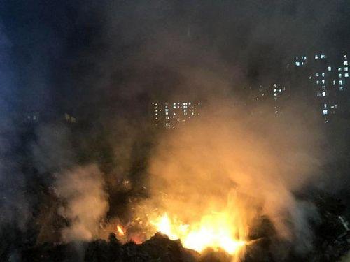Hà Nội: Bị 'hun khói' từ rác thải, cư dân ở Xuân Phương yêu cầu lập biên bản