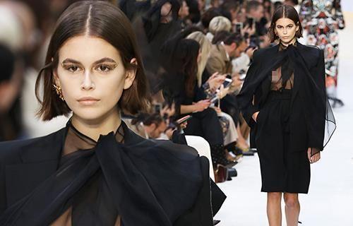 Siêu mẫu 10X Kaia Gerber lộ ngực vì diện vest không nội y