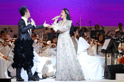 Phạm Thùy Dung trở lại ấn tượng trong live-concert 'Trăng Hát'