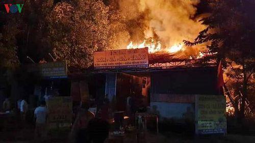Hỏa hoạn thiêu rụi tài sản, nhà cửa của hộ nghèo trong đêm