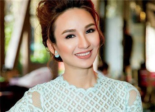 Hoa hậu Ngọc Diễm thanh lịch với phong cách thời trang hoài cổ