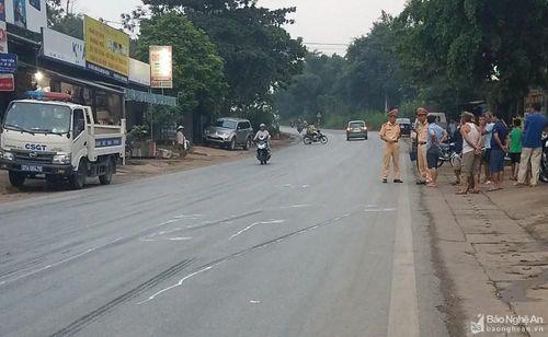Đi bộ qua đường, va chạm với xe tải bé trai nhập viện trong tình trạng nguy kịch