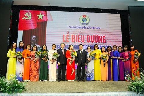 Công đoàn Điện lực Việt Nam biểu dương cán bộ nữ công tiêu biểu năm 2019