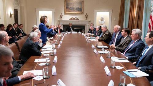 Màn ăn miếng, trả miếng cực 'gắt' của Tổng thống Trump và Chủ tịch Hạ viện Pelosi