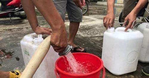 Từ vụ nước sông Đà nhiễm độc: Nước như thế nào là đủ chuẩn dùng cho ăn uống?