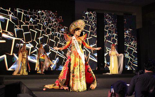 Người đẹp Việt Nam Bon Nabi đăng quang Hoa hậu Siêu Hoàn Cầu 2019 tại Dubai