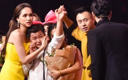 MC Nguyên Khang xin lỗi vì công bố nhầm quán quân The Voice Kids