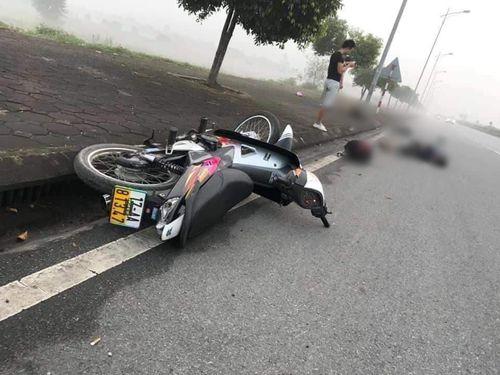 Mất lái trên đại lộ, 2 thanh niên đi xe máy thương vong