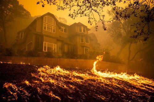 Người giàu California xây nhà mới sau cháy rừng, dân nghèo trắng tay