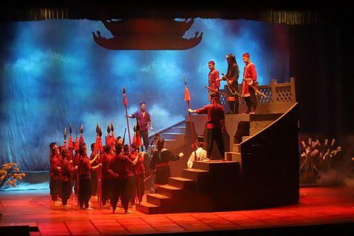 Chiêm ngưỡng vở 'Hà thành chính khí' trên sân khấu quay hiện đại nhất miền Bắc