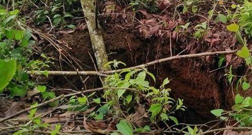 Thêm nhiều hố sụt lún bất thường gần mỏ đá vôi