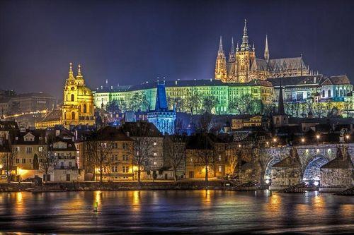 Khám phá lâu đài cổ lớn nhất thế giới ở Cộng Hòa Séc