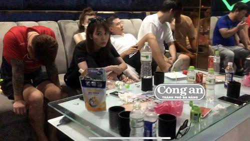 Phát hiện hàng chục 'phu đá' ngoại quốc 'bay' trong quán karaoke