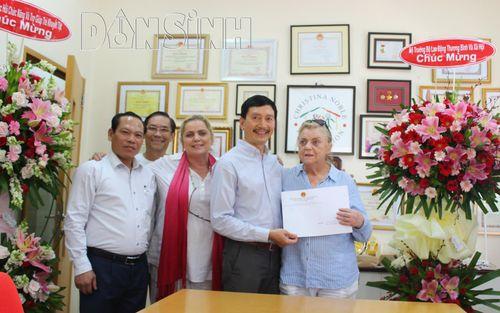 Ba cá nhân thuộc Hiệp hội CNCF vinh dự nhận bằng khen của Bộ trưởng Đào Ngọc Dung