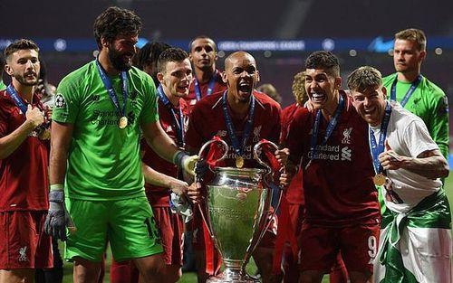 UEFA xem xét thay đổi địa điểm tổ chức chung kết Champions League