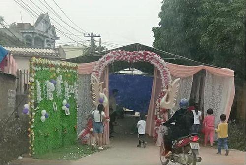 Bắc Giang: Dựng rạp cưới giữa đường liên xã, lái xe 'đau đầu' phải đi vòng 10km