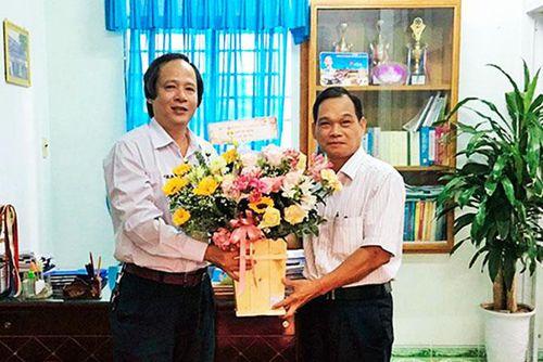 Thăm cán bộ, nhà giáo huyện Khánh Sơn và Khánh Vĩnh