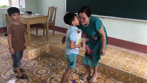 Ấm lòng chuyện cô giáo 23 năm 'bám' đảo Bạch Long Vỹ