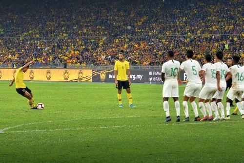 Thắng Indonesia, Malaysia vượt mặt Thái Lan