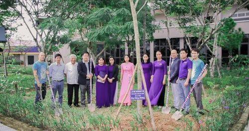 Trường ĐH không nhận hoa, chỉ nhận cây xanh ngày 20-11