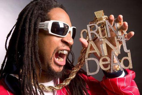 Vì sao rapper Lil Jon mang nhiều vàng khi xuất cảnh Tân Sơn Nhất?