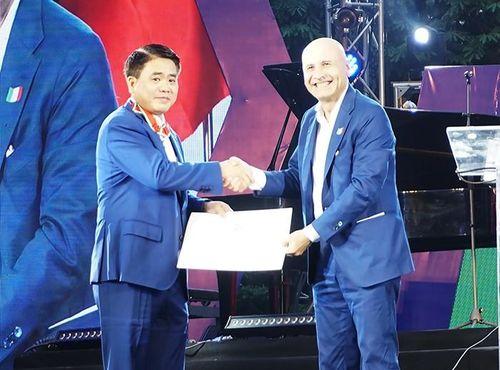 Huân chương công trạng vừa trao tặng Chủ tịch Hà Nội có ý nghĩa gì?