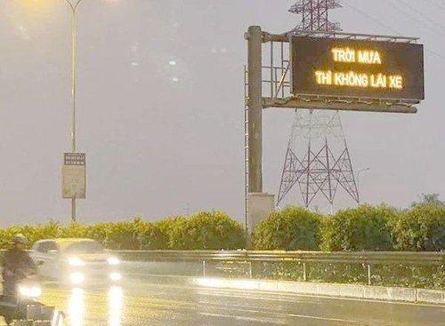 VECE xin lỗi về tấm biển 'Trời mưa thì không lái xe' trên cao tốc Long Thành