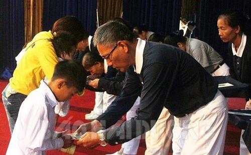 Hội Từ thiện Tzu Chi trao hơn 1 tỷ đồng giúp đỡ học sinh nghèo Hải Dương