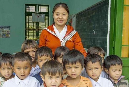 Chuyện của cô giáo ngược núi 'gieo chữ trồng người'